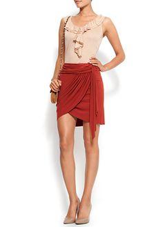 FALDELLÍN: Trozo de tela en forma de falda.