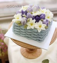 buttercream flowercake - Basket cake with lily and tulip. These flowers were… Flower Basket Cake, Cake Basket, Korean Buttercream Flower, Buttercream Flower Cake, Fondant Cakes, Cupcake Cakes, Mom Cake, Dessert Decoration, Just Cakes