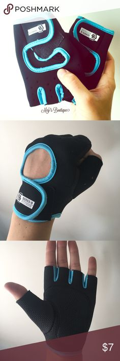 ⭐️Sporty Blue & Black Workout Gloves Size M/L⭐️ ⭐️Sporty Blue & Black Workout Gloves Size M/L⭐️ These gloves are perfect paired with a workout outfit from my shop. They fit size medium to large hands. Only worn once and still in excellent condition. Next day shipping. All sales are final. Bundle and save! Accessories Gloves & Mittens
