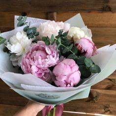 Duminica in atelier, printre flori, comenzi si livrari. 🛵🌸 Super weekend tuturor! Cabbage, Floral Design, Bouquet, Bride, Vegetables, Garden, Flowers, Food, Atelier