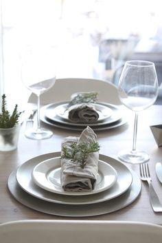 muotoseikka\ Käydään pöytään / Let's dine again