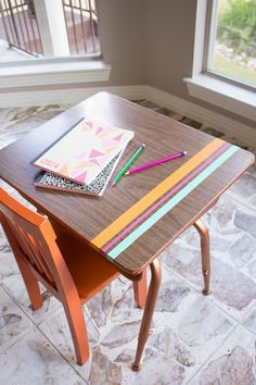 Thrifty DIY: School Desk Makeover - Design Improvised Modern makeover for a vintage school desk! Painted School Desks, Old School Desks, School Tables, School Chairs, School Desk Makeover, Desk Chair Makeover, Furniture Makeover, Furniture Logo, Diy Furniture