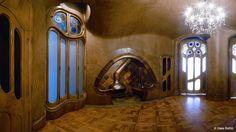 La sala de la chimenea, comunica el recibidor con los salones y se usó, originalmente, como despacho.