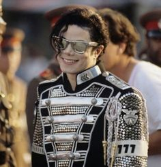 <3 Michael Jackson <3 - I <3 the way his head is tilted, and this shows his favorite number 7 up close :)  Super cool photo.