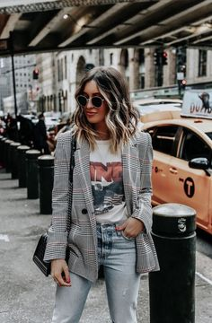 We can not buy two types of Levi casual blazer outfits - Casual Outfit Look Blazer, Plaid Blazer, Oversized Blazer, Plaid Jacket, Mode Outfits, Fashion Outfits, Travel Outfits, Blazer Outfits Casual, Outfit With Blazer