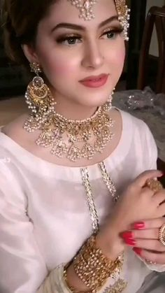 Indian Bridal Lehenga, Indian Bridal Outfits, Indian Bridal Fashion, Bridal Dresses, Bridal Dress Design, Bridal Style, Beautiful Girl Photo, Beautiful Bride, Wedding Dance Video