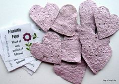 Seed paper: Easy-to-Do Eco-friendly Party Favors – Going Zero Waste: eco friendly lifestyle tips, recipes, and diys - Responsible Garden Party Favors, Kid Party Favors, Diy Party, Party Gifts, Party Ideas, Kinder Valentines, Valentines Diy, Diy Wedding Presents, Eco Kids