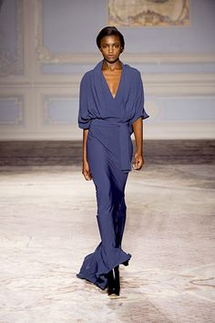 Maria Grachvogel - Love the neckline and beautiful blue.