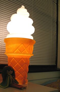 ice cream light.... what I want for Victoria <3