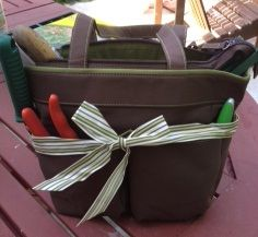 A Budget Garden Tote (or perhaps a craft tote?)