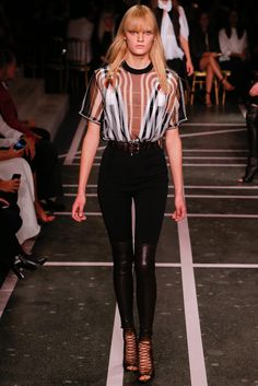 Givenchy Spring 2015 Ready-to-Wear Fashion Show - Milena Fuerer (NEXT)