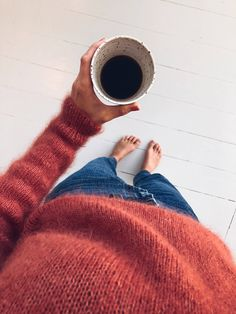Knitting patterns for both adults and children in Danish, Norwegian, Swedish, English, German and French. Minimal Photography, Coffee Photography, Autumn Photography, Single And Happy, Foto Casual, Weekend Style, Instagram Story Ideas, Cute Shirts, Aesthetic Pictures