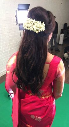 Hair makeup indian super ideas Haar Make-up Indianer super Ideen Saree Hairstyles, Indian Wedding Hairstyles, Ethnic Hairstyles, Bride Hairstyles, Hairstyles Haircuts, Pretty Hairstyles, Indian Hairstyles For Saree, Headband Hairstyles, Hairstyle Ideas