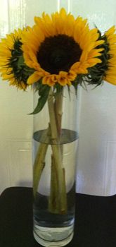 Cheap Table Centerpieces | Sunflowers also look great in either a tall vase or a smaller cube ...