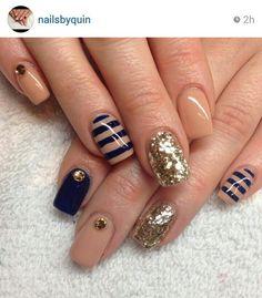 Nailsbyquin #nail #unhas #unha #nails #unhasdecoradas #nailart #stripes #listras #nude #gold #dourado #azul #blue #navy