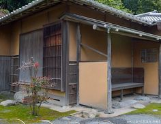 In front of the Japanese tea houses (chashitsu), right under the roof eaves, you may notice a small, carefully shaped hole in the ground, marked with a. Japanese Tea House, Japanese Gardens, Roof Eaves, Japanese Temple, Tiny House, Architecture Design, Shed, Outdoor Structures, Exterior