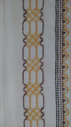 Swedish Embroidery, Basic Embroidery Stitches, Simple Embroidery, Huck Towels, Swedish Weaving Patterns, Diy Projects To Try, Flower Art, Needlepoint, Sewing