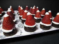 """Añadir un """"sombrero de Papá"""" a las picaduras de brownie con la ayuda de una fresa y un poco de crema.   26 Party Hacks For The Holidays"""