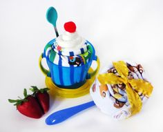 Ice cream sundae contents:    (1) Adorable high-quality onesie - Size: 6-9 months  (2) Disposable diapers - Size: 1  (1) Soft bite feeding spoon  (1) Smart snack cup with lid - Snacks can be reached with the top on, but don't fall out! (Ultimate mommy helper)  (1) Cherry on top    Lollipop contents:    (1) Receiving blanket  (1) Feeding spoon