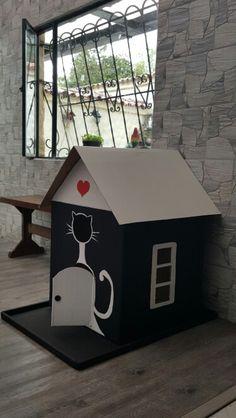 Casa para gatos elaborada con caja de carton