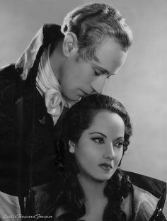 Leslie Howard and Merle Oberon, publicity photo for The Scarlet Pimpernel, 1934