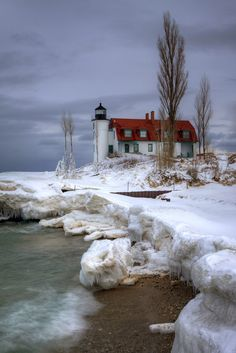 ˚Icy Point Betsie Lighthouse at Point Betsie near Frankfort, Michigan! Light In The Dark, Beacon Of Light, Lighthouse Keeper, Beautiful Landscapes, Beautiful Scenery, Beautiful Places, Frankfort Michigan, Seaside Village, Light And Shadow