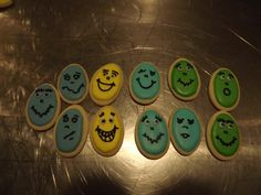 Crazy Egg Face Cookies...Log House Cookies.... #eggs, #royal_icing, #Funny_Egg, #Face