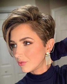 Very Short Hair, Short Hair With Layers, Short Hair Cuts For Women, Short Hairstyles For Women, Hairstyle Short, Hair Updo, Modern Short Haircuts, Short Haircut Styles, Short Pixie Haircuts