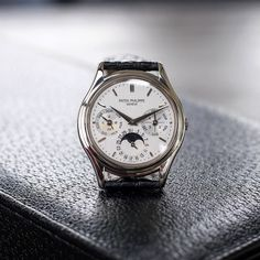 A lot of watch with this Patek Philippe 3940G perpetual calendar. A fantastic display case-back to see the 22k micro-rotor movement to boot. At 36mm this may be the perfect watch.