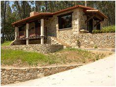 Planta baja Craftsman Home Exterior, Craftsman Style Interiors, Mountain Home Exterior, Rustic Lake Houses, Rustic Houses Exterior, Old Farm Houses, Lake House Plans, Cottage House Plans, Bungalow Landscaping
