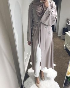 The full look of this gorgeous abaya from 🌸 Casual Hijab Outfit, Hijab Chic, Hijab Dress, Islamic Fashion, Muslim Fashion, Modest Fashion, Eid Outfits, Fashion Outfits, Mode Abaya