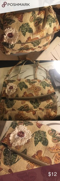 Beautiful Butterfly bag New Beautiful butterfly bag New lots pockets. Zipper closer Bags Totes