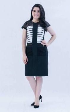 Vestido com recortes, lindo designe, com forro, feito para quem veste MODESTIC™ e se sente de bem com a vida.