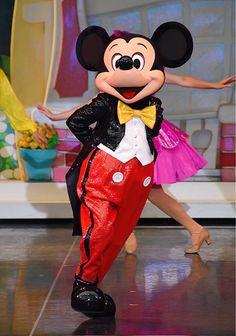 ✴︎ワンマンズドリーム✴︎ | マカロンのclub disney♡ Disney Parks, Walt Disney World, Daisy Duck, Strong Love, Park Photos, Epcot, Cool Costumes, Hugs, Mickey Mouse