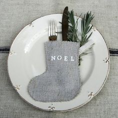 So cute, table setting for holidays idea