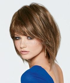 félhosszú+frizurák+egyenes+hajból+-+hosszú+bubifrizura+frufruval