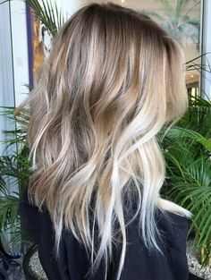 Here's Every Last Bit of Balayage Blonde Hair Color Inspiration You Need. balayage is a freehand painting technique, usually focusing on the top layer of hair, resulting in a more natural and dimensional approach to highlighting. Balayage Blond, Hair Color Balayage, Balayage Hairstyle, Baylage Blonde, Hair Cut Blonde, Blonde Ombre Hair Medium, Gray Hair, Blonde Highlights, Blonde Hair Fall 2018