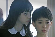 Sweet, terrifying nothings: A ghostly Aya (Ayami Nakajo) whispers in the ear of Michi (Aoi Morikawa) in Mari Asato's new horror 'Gekijoban Rei: Zero (Fatal Frame). Aesthetic Japan, Aesthetic People, Japanese Aesthetic, Aesthetic Girl, Human Poses Reference, Pose Reference Photo, Cinematic Photography, Portrait Photography, Kreative Portraits
