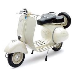 Moto Vespa 1955 a escala decoración beige
