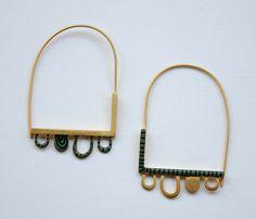 Tubular peyote with bead dangles on chain I Love Jewelry, Heart Jewelry, Heart Earrings, Bling Jewelry, Jewelry Art, Women Jewelry, Jewelry Design, Contemporary Jewellery, Jewelry