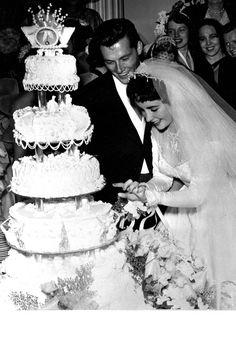 Hochzeit Mittwoch: Elizabeth Taylor und Nicky Hilton Katie Callahan & Co. Nicky Hilton, Celebrity Wedding Photos, Celebrity Wedding Dresses, Celebrity Weddings, Scarlett O'hara, Conrad Hilton Jr, Wedding Bells, Wedding Ceremony, Wedding Gowns