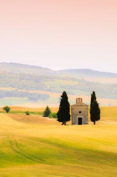 Cappella della Madonna di Vitaleta [Chapel of our Lady of Vitaleta] (Tuscany, Italy) by Sergio Amiti E