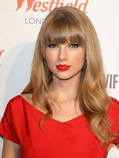 Taylor Swift long hair with bangs Taylor Swift Rojo, Taylor Swift Bangs, Taylor Swift Sexy, Taylor Alison Swift, Popular Hairstyles, Latest Hairstyles, Celebrity Hairstyles, Hairstyles With Bangs, Cool Hairstyles