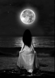 Full Moon Water Ritual ~ Harness the powerful energy of the super moon to make your dreams come true. Moon Water Magic can be the perfect cleansing and purifying Moon Moon, Blue Moon, Dark Moon, Moon Art, Kahlil Gibran, Virginia Woolf, Next Full Moon, Rumi Love, Shattered Dreams