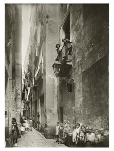 Josep Brangulí. Niños en la calle Flassaders de Barcelona.