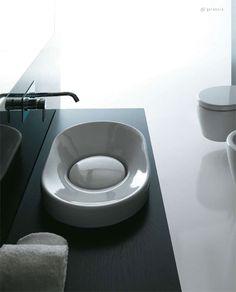 Lavabi da appoggio, sospesi e con colonna, disponibili anche nella versione color bronzo, per inserire nella stanza da bagno un prodotto originale e dal design fortemente innovativo