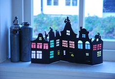 DIY street silhouette in paper with coloured windows Origami, Diy For Kids, Crafts For Kids, Christmas Time, Christmas Crafts, Diy And Crafts, Paper Crafts, Paper Houses, Art Houses