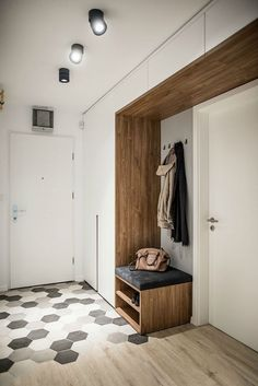 Nova soba in nov izgled za dotrajano trosobno stanovanje - Ambienti Apartment Interior, Room Interior, Interior Design Living Room, Living Room Designs, Home Entrance Decor, House Entrance, Home Decor, Hall Furniture, Hallway Designs