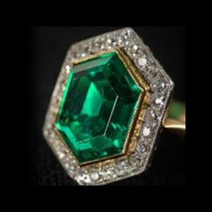 Vintage Emerald and Diamonds Ring Set in 18K Yellow Gold