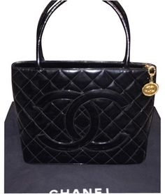 5e8af86afda6 Chanel Quilted Patent Leather Gold Classic Medallion Handbag Black Tote Bag  on Sale, 38%